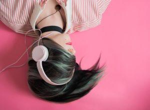 【音楽とクリエイティブ】音楽聴くと想像力や作業効率はUPするのか?!